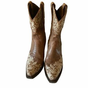Lane Embroidered Boot Size 9